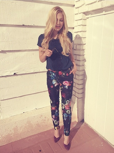 Olivia Holt height