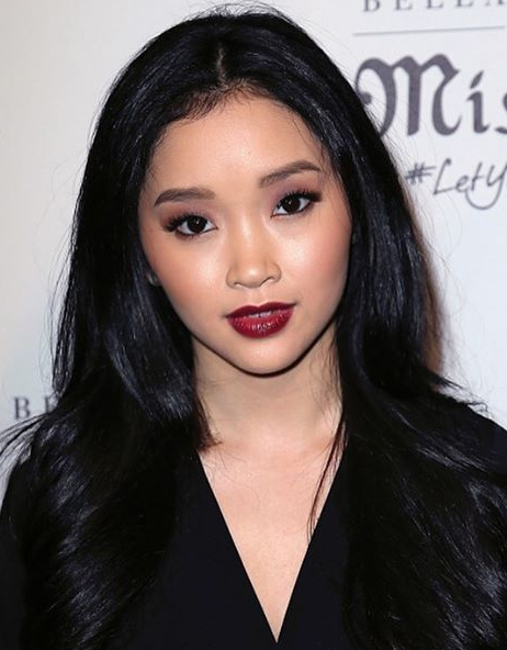 Lana Condor Height